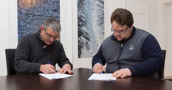 Secundino García e Juan Manuel García asinaron o convenio este mediodía