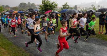 A carreira de Escolares A desenvolveuse contra a auga e o vento