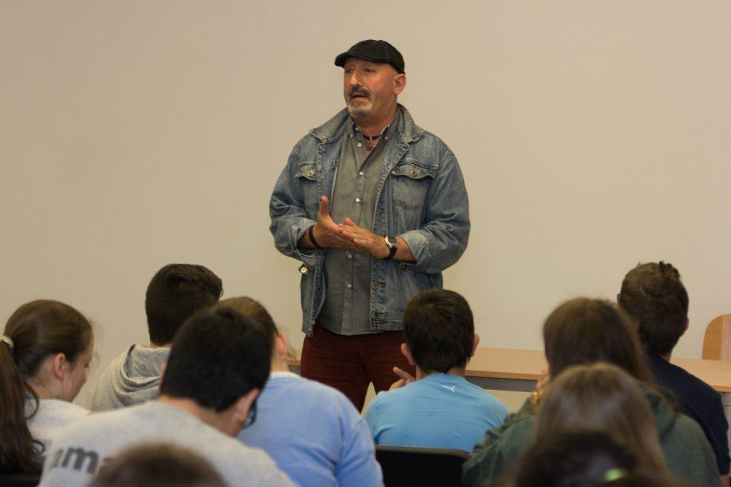 A AGA-Ferrolterra ofreceu unha charla sobre a loita contra a avespa asiática