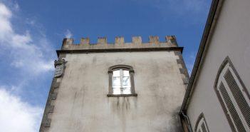 O Concello substituirá a carpintaría exterior da casa consistorial