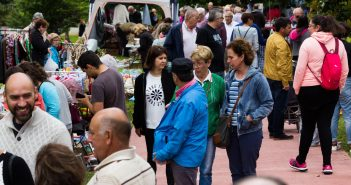 O mercado contou con boa afluencia de público durante toda a mañá