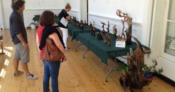 A exposición de Manuel Bañobre está formada por máis de medio cento de tallas de paxaros