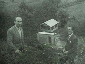 Francisco Dorado Victorio (esquerda) nunha imaxe do lavadoiro do Albeiro tomada desde o ferrocarril (Fonte: Arquivo Municipal)