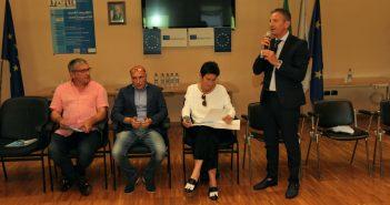 Secundino García co concelleiro de Traballo de San Giovanni, Ezio Chacchiaretta, a viceministra Federica Chiavaroli e o alcalde anfitrión, Luciano Marinucci