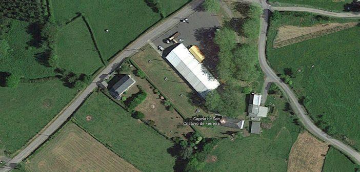 A cartografía de Google Maps recolle unha ortofoto de San Cristovo tomada, precisamente,  o día do xantar popular