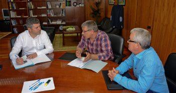 Secundino García e Manolo Varela abordaron con Ovidio Rodeiro distintos temas de interese para o Concello (Foto: Xunta de Galicia)