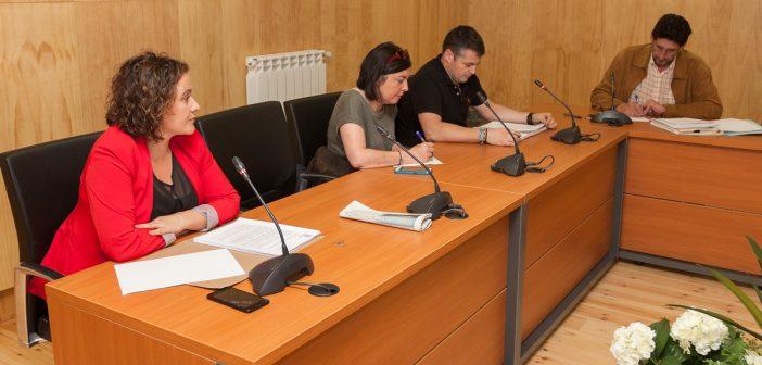 Yolanda Vázquez -primeira pola esquerda- estreouse este sábado como concelleira e portavoz do PSdeG-PSOE