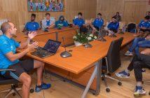 Charly Suárez reuniuse esta tarde co equipo para preparar a estratexia do torneo deste sábado