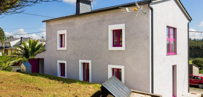 As persoas interesadas poden presentar ofertas ata o 20 de febreiro. Na imaxe, vista traseira da vivenda das Loibas, en Bardaos.