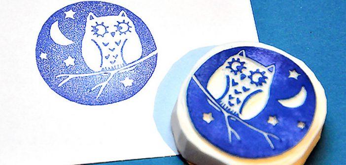 Imaxe dun selo de caucho feito á man. (Luar de Mochos-Portugal. Deseño de Memi the rainbow)