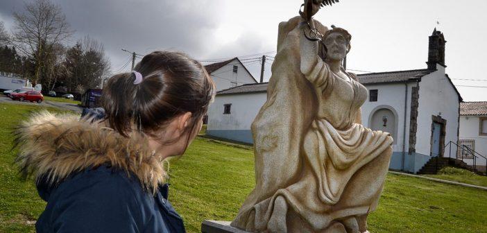 Novo monumento colocado en Sedes en recordo dos sucesos de 1918, obra de Carlos García (Foto: FB da Comisión Revolta Popular Marzo 1918)