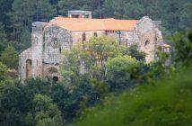 O mosteiro de Carboeiro, en Silleda, será un dos lugares que se visitarán na excursión. (Foto: Wikipedia. CC. Autor: Ramón Piñeiro)