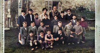 Curso escolar 1954-55 na escola da Castiñeira, Igrexafeita. (Imaxe coloreada dixitalmente). Fonte: Falamedesansadurnino.org